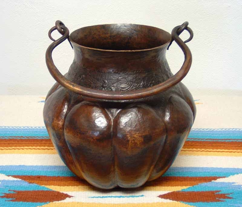 Hammered Copper Vase - Urn con Pescados